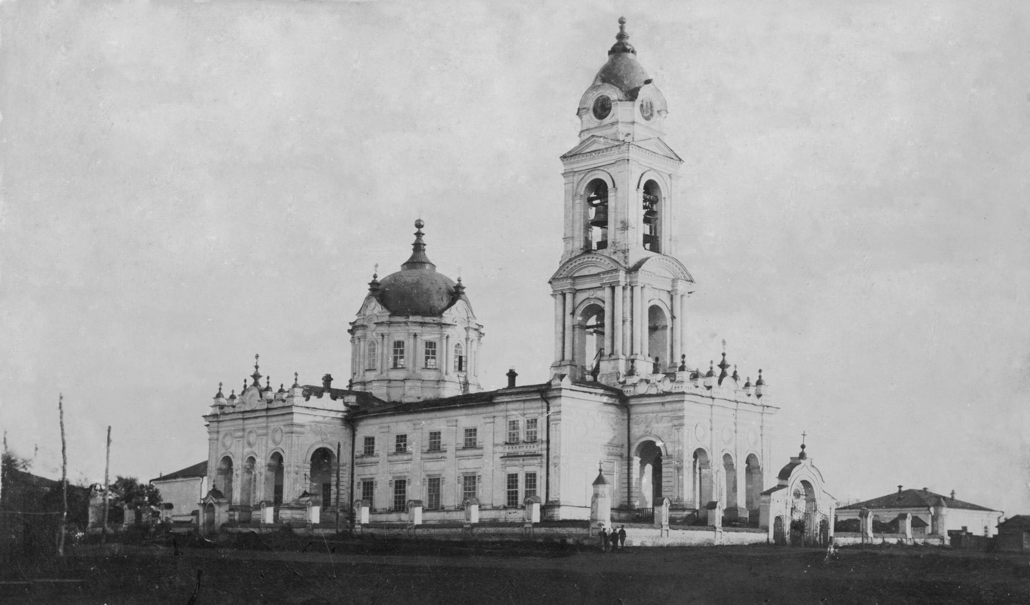 Покровский собор, вид со стороны тюрьмы ДДТ  - Чембар_Покровский_собор_3.jpg