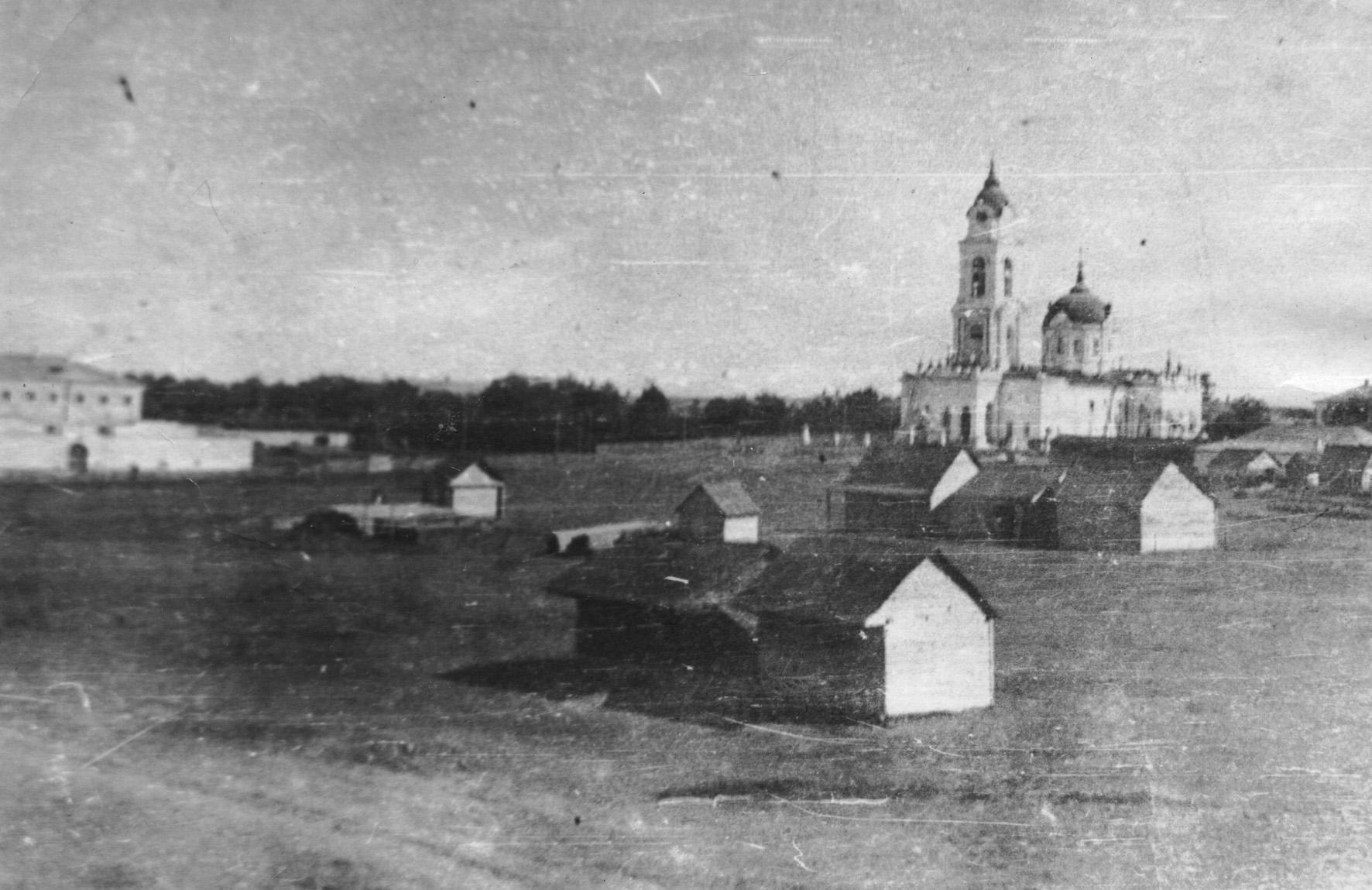 Покровский собор и тюрьма, вид со стороны педучилища - Чембар_Покровский_собор_и_тюрьма.jpg