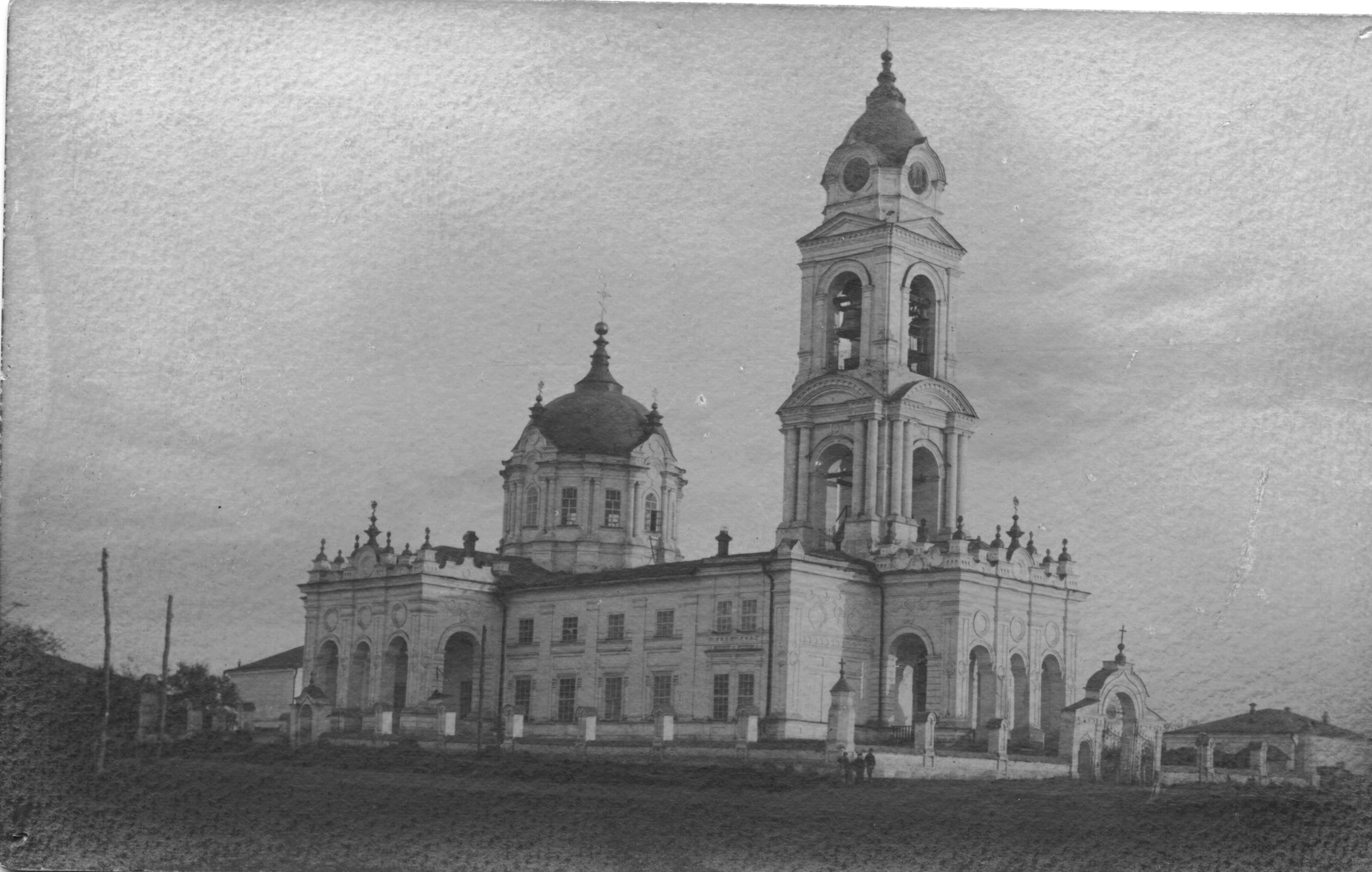 Покровский собор, вид со стороны тюрьмы ДДТ  - Чембар_Покровский_собор.jpg