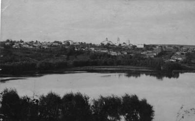Город со стороны плотины - Чембар_со_стороны_Безымянного_озера.jpg